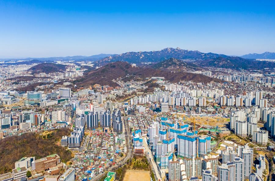 서대문구에서 보는 북한산, 북악산, 인왕산자락